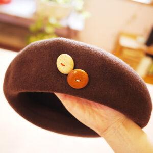 ベレー帽 アクセント ボタン 木 かわいい おしゃれ